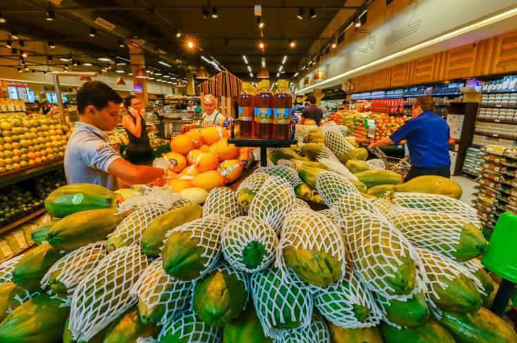 Supermercados mantêm bom estoque de produtos