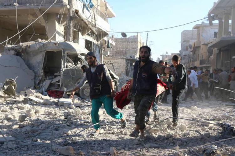 O conflito na Síria, iniciado em março de 2011, provocou mais de 380.000 mortes e deixou milhões de deslocados e refugiados.