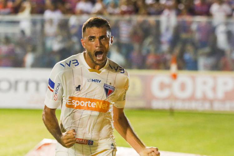 Edson Cariús empilhou artilharias atuando no futebol cearense  (Foto: JL Rosa)