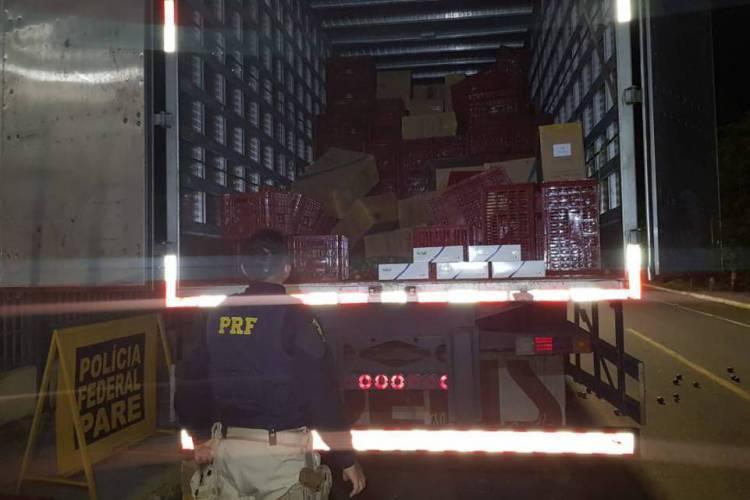 A mercadoria estava sendo transportada sem nenhuma documentação (Foto: Divulgação/PRF)
