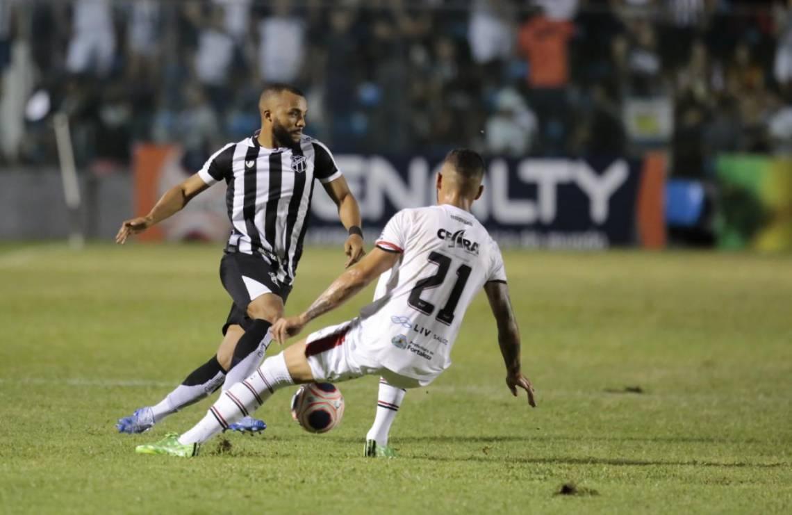 Ceará, de Samuel Xavier, começou melhor no jogo.