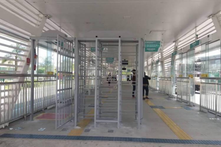 Alteração nas linhas é relacionada à implementação do sistema de embarque pré-pago nas estações do BRT