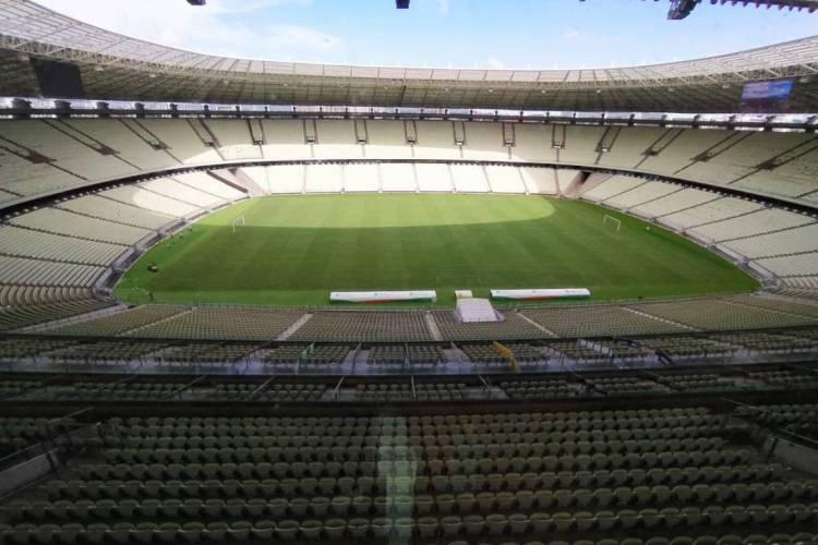 Gramado da Arena Castelão foi alvo de reclamação de jogadores do Ceará e do Fortaleza.  (Foto: Júlio Santos/Rádio O POVO)