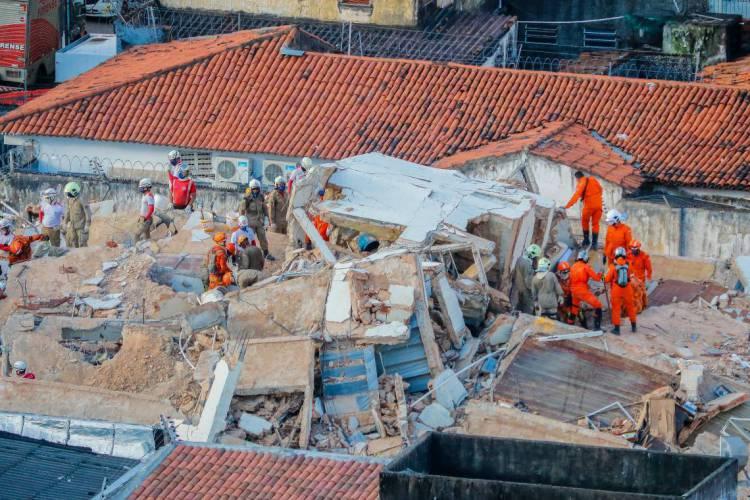 Prédio desabou no dia 15 de outubro de 2019 (Foto: JL Rosa/O POVO)