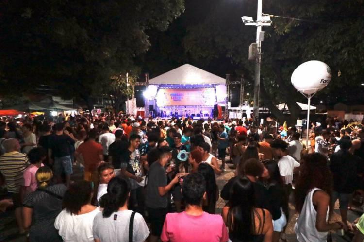 Público acompanha o segundo fim de semana de Pré-Carnaval na Praça da Gentilândia