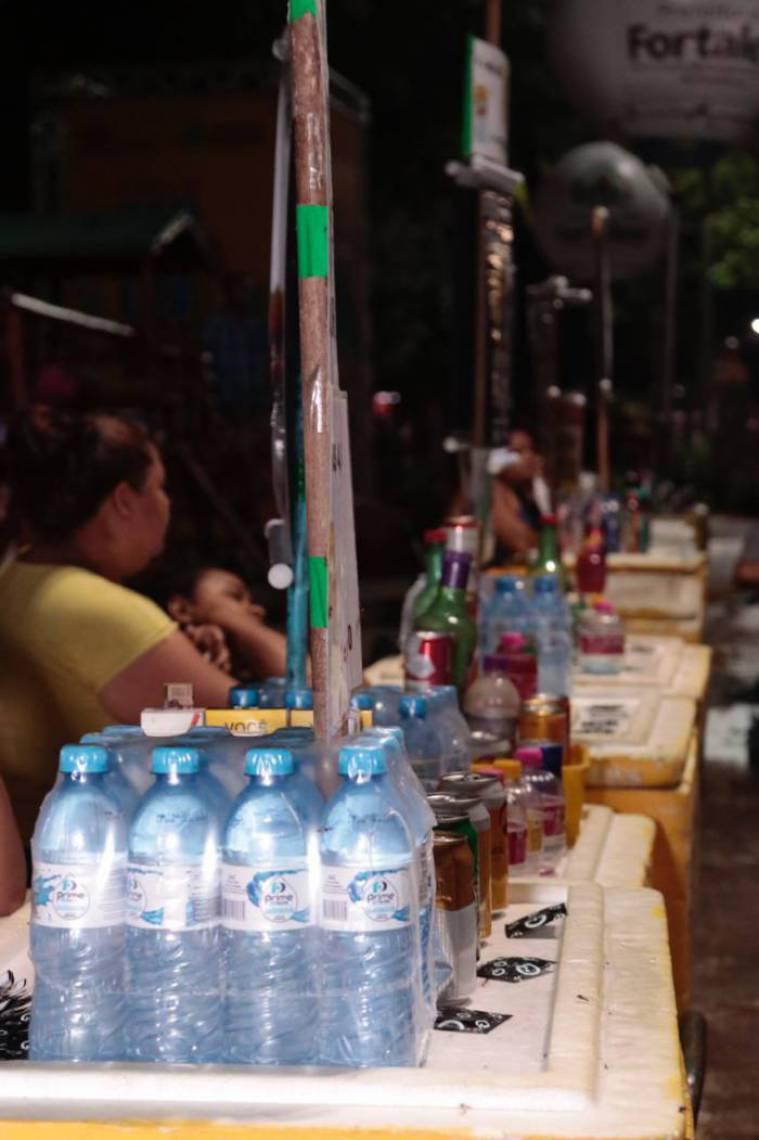 Vendedores ambulantes garantem abastecimento de bebidas no segundo fim de semana de Pré-Carnaval, na Praça da Gentilândia