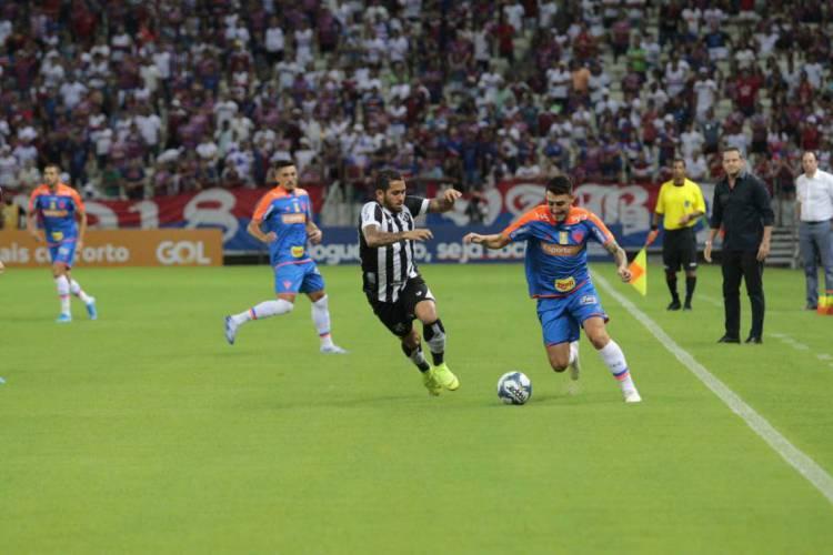 Ceará e Fortaleza se enfrentarão no mínimo sete vezes nesta temporada  (Foto: Julio Caesar)