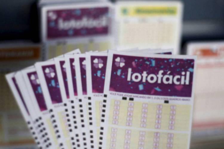 O sorteio da Lotofácil Concurso 1924 foi divulgado na noite desta segunda-feira, 3 de fevereiro (3/02)