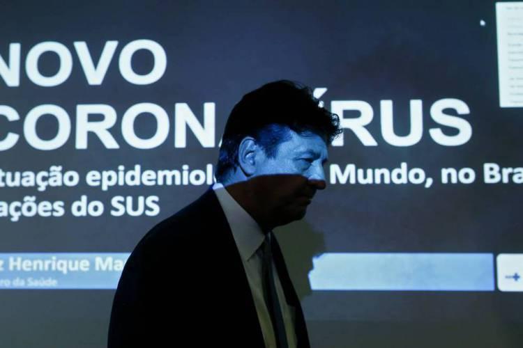 MINISTRO Luiz Henrique Mandetta foi tratado como trouxa (Foto: Sergio LIMA / AFP)