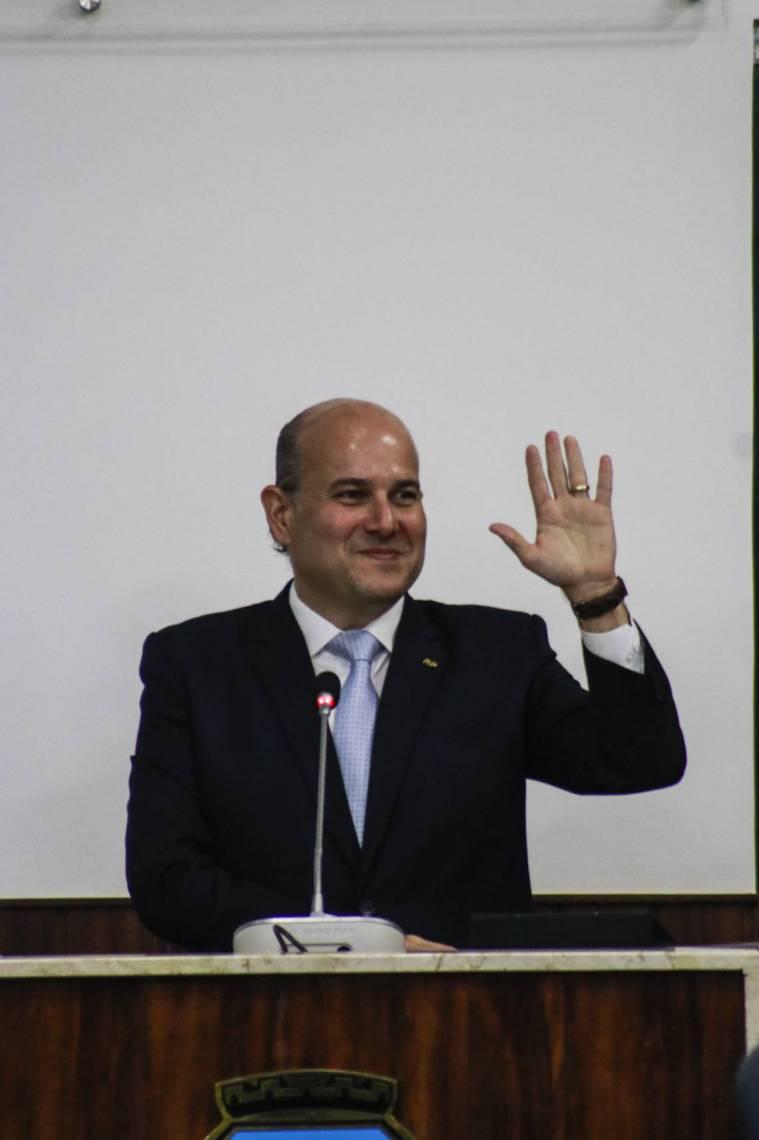 ROBERTO CLÁUDIO fez longo discurso na tribuna do plenário da CMFor destacando os sete anos de gestão