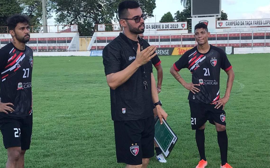 Luan comandou o treino de reapresentação do elenco, que ocorreu nesta segunda-feira, no estádio João Ronaldo.