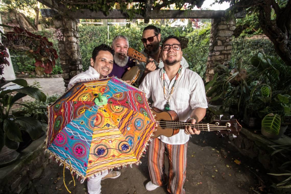 Banda Os Transacionais participa de baila à fantasia do TJA junto com Dubaile