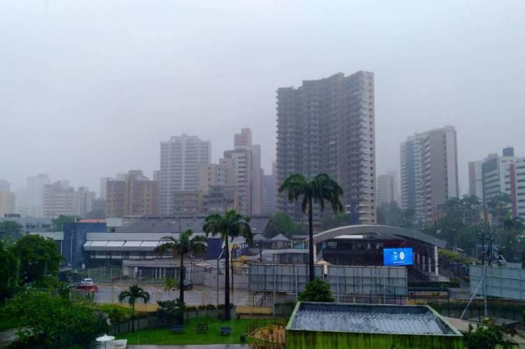 Chuva forte é registrada na Aldeota