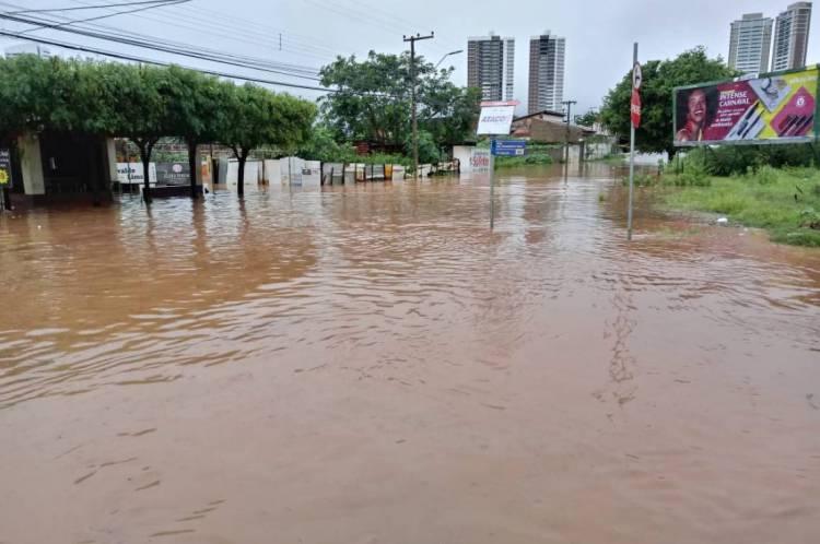 Região alagou após fortes chuvas na manhã desta quarta-feira, 5