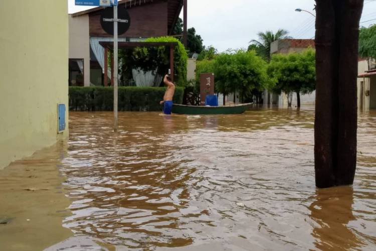 Bairro Lagoa Seca em Juazeiro do Norte alaga após chuvas no dia 5 de fevereiro de 2020 (Foto: Marcos Mendonça)