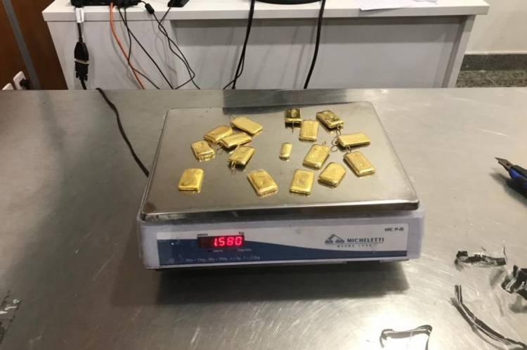 Homem transportava mais de 1,5 kg de ouro maciço