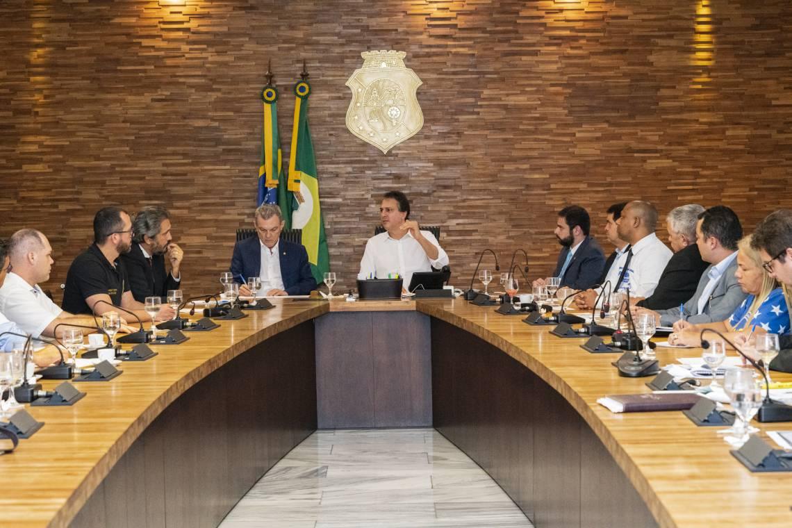 REUNIÃO de Camilo com deputados e secretário no Abolição durou quase duas horas