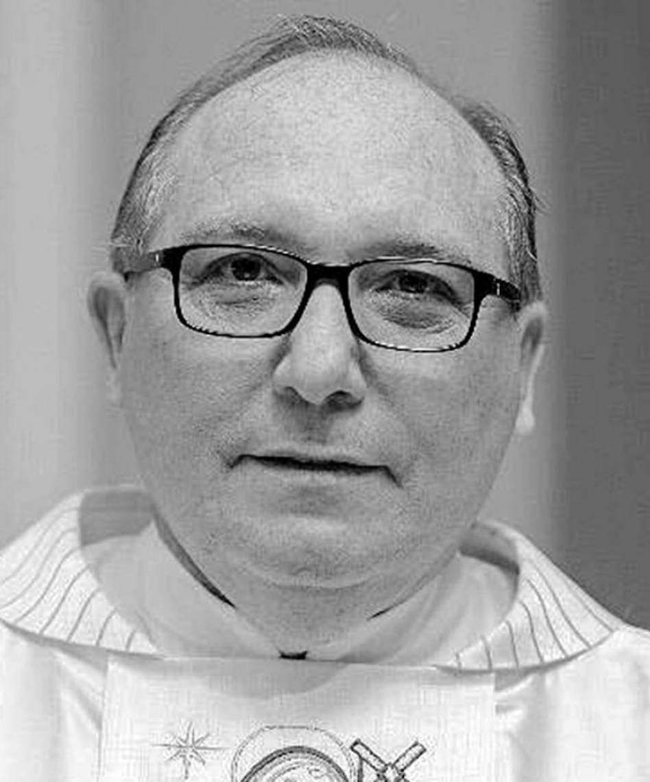 Eugênio Pacelli  Sacerdote jesuíta, mestre em Teologia e diretor pastoral do Colégio Santo Inácio