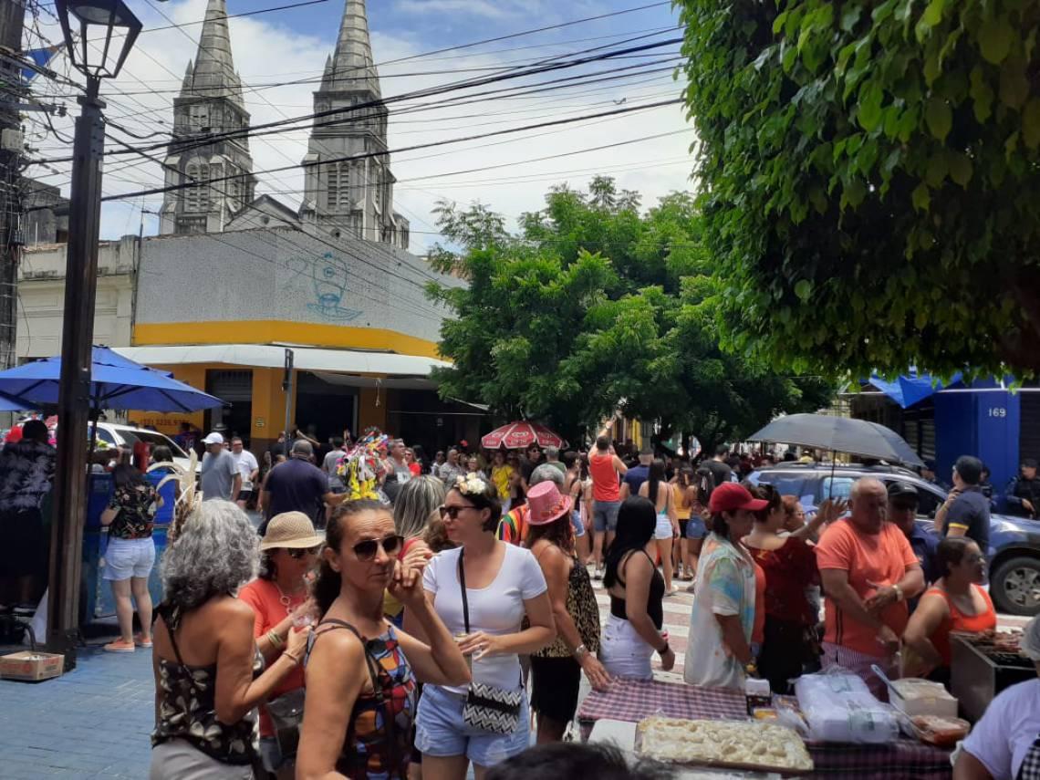 Servidores públicos dependem de decretos municipais, estaduais ou federais estabelecendo ponto facultativo. A prefeitura de Fortaleza ainda não publicou decreto sobre o Carnaval 2020.