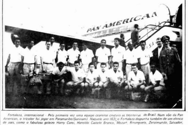 Reprodução da edição do O POVO que registrou a viagem da delegação do Fortaleza para o Suriname.  (Foto: Reprodução O POVO)