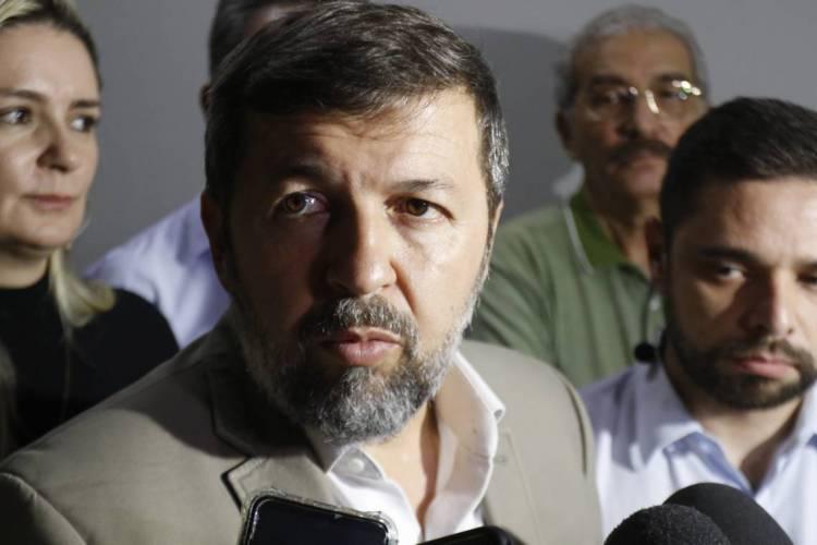 O secretário garantiu que o governo não pretende demitir ou assumir redução de salários dos servidores (Foto: BÁRBARA MOIRA/ O POVO)