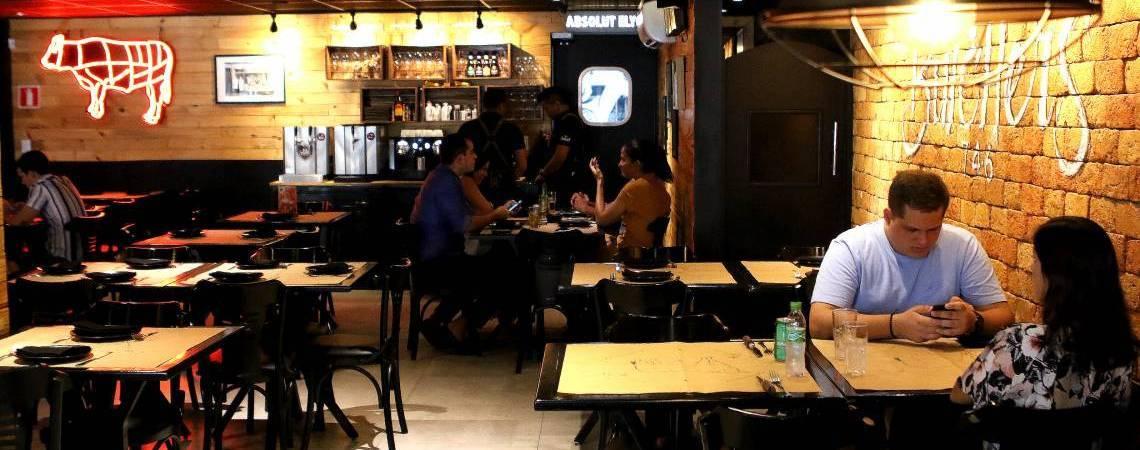 Restaurantes poderão reabrir na fase 2 em Fortaleza (Foto: FÁBIO LIMA/O POVO)