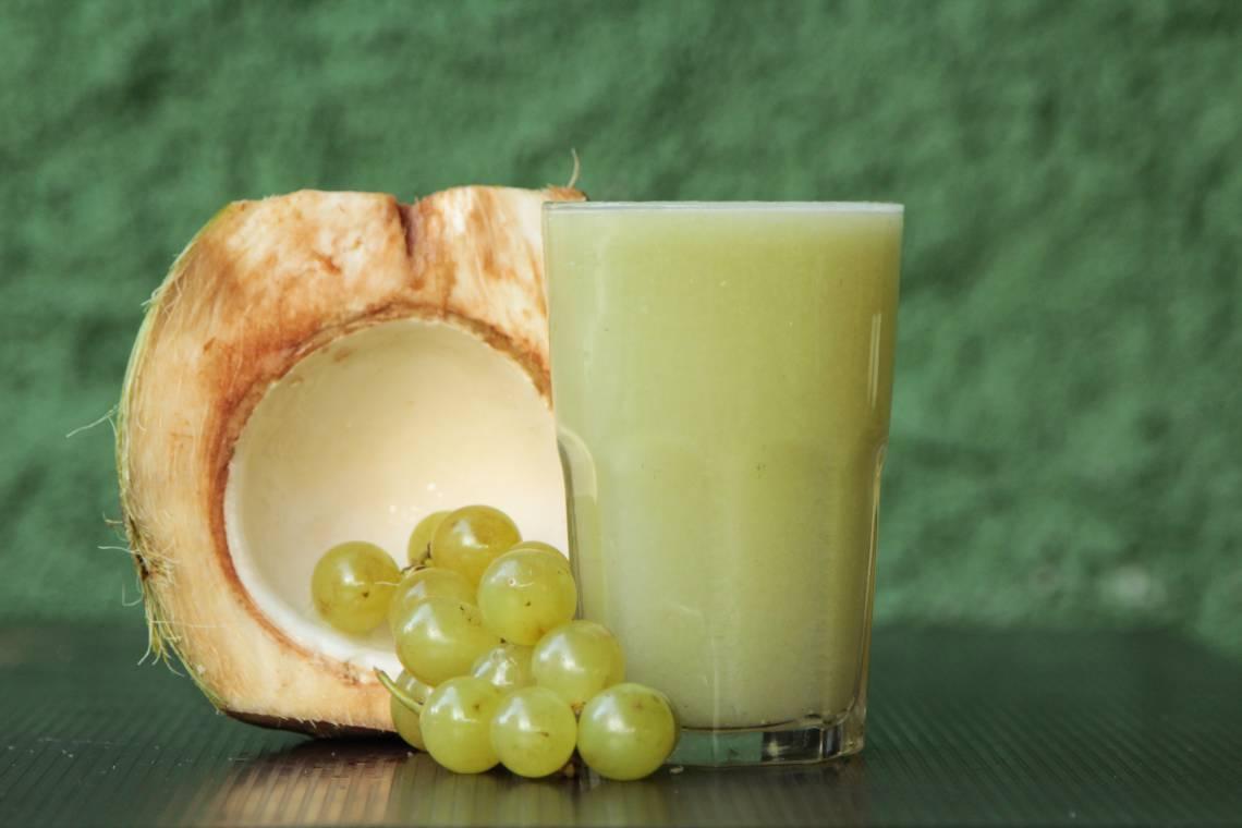 Suco Uva verde com água de coco funciona como um isotônico natural