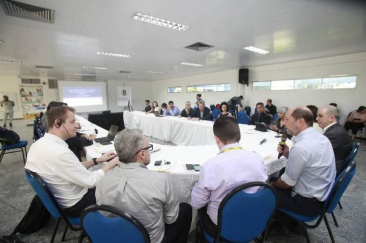 Ivo Gomes em reunião com a comitiva nesta quarta, 12/02/2020
