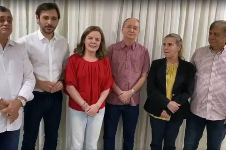 Gleisi Hoffman fala sobre eleição em Fortaleza ao lado de dirigentes municipais do PT