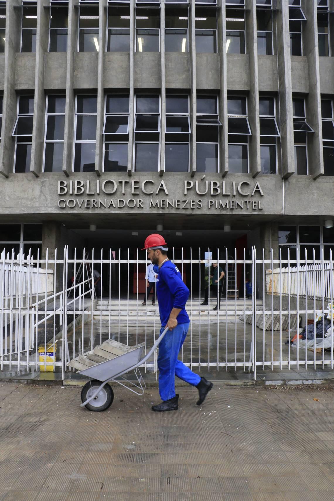 Biblioteca Pública está fechada desde quando Cid Gomes era governador