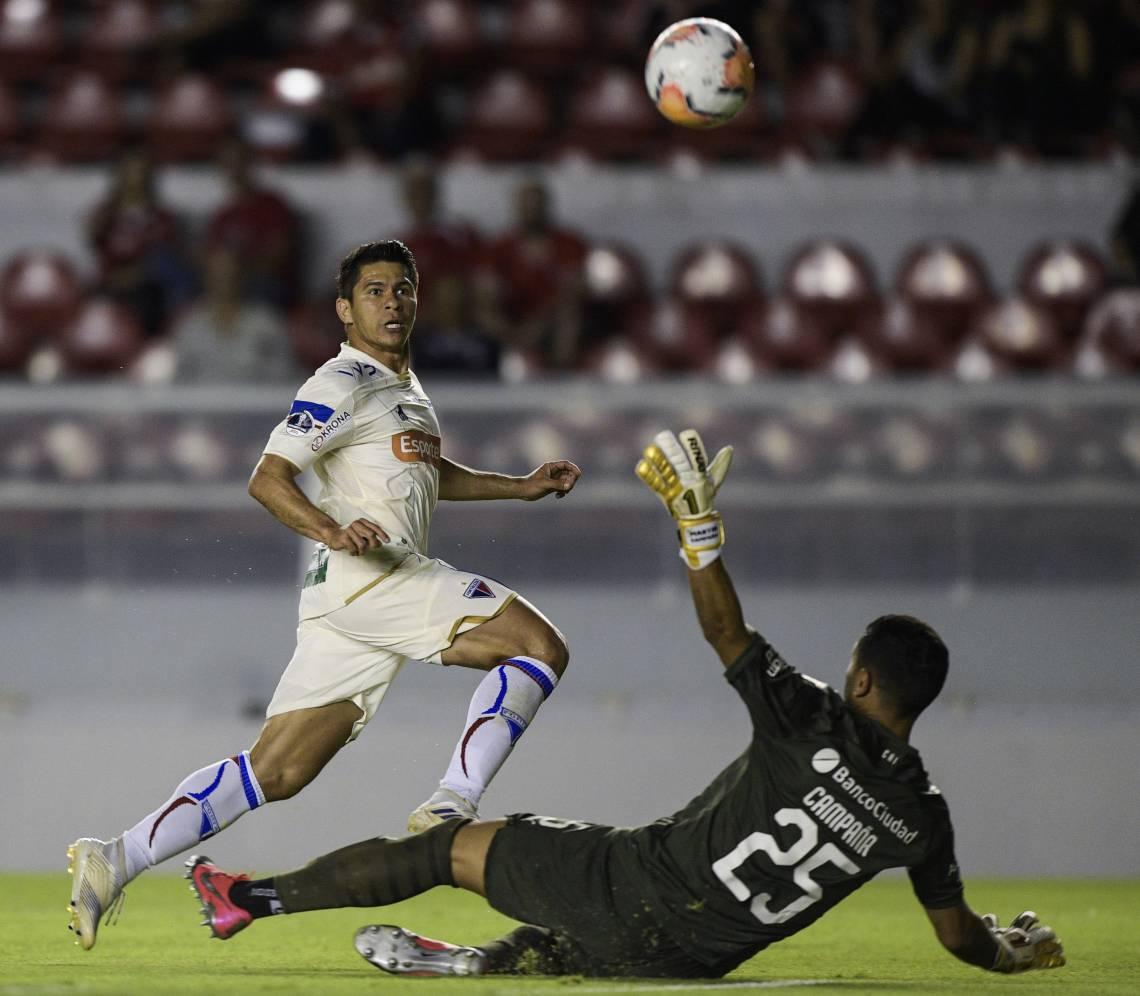 Osvaldo foi um dos grandes destaques do Fortaleza diante do Independiente