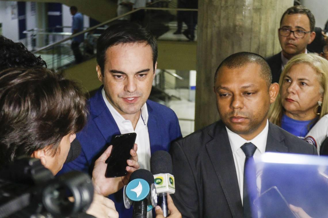 CAPITÃO Wagner e Soldado Noelio participaram de reunião que selaria acordo entre governo e agentes de segurança