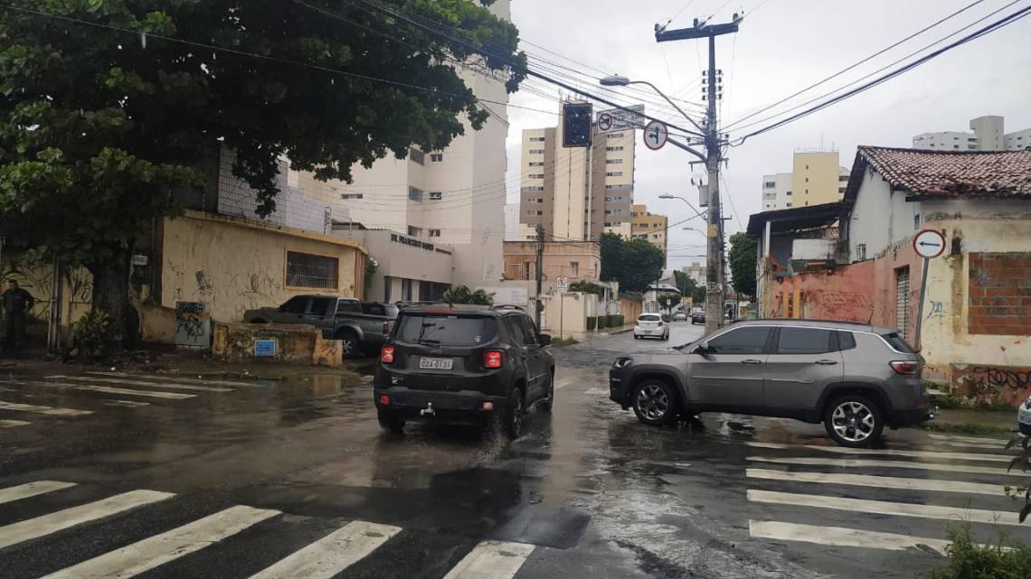 Semáforo desligado causou transtorno entre os motoristas