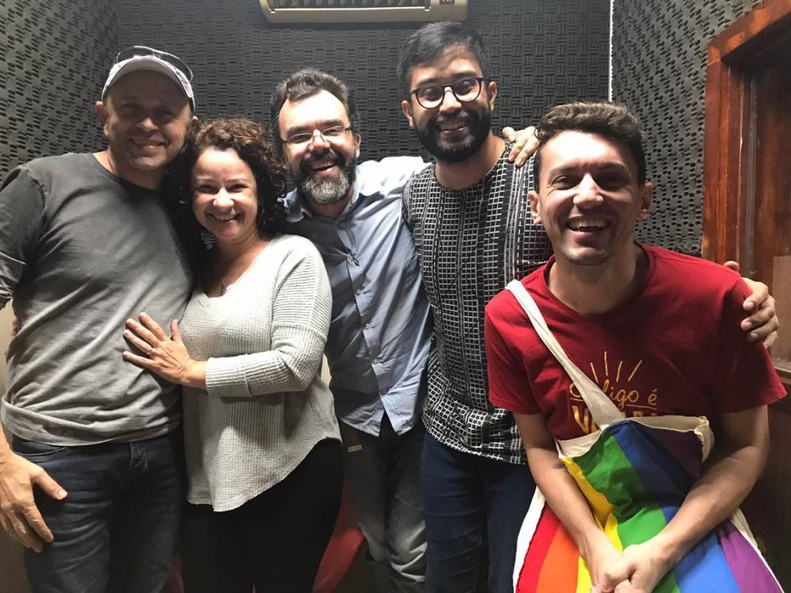 Da esquerda para a direita, Carri Costa, Cinthia Medeiros, Marcos Sampaio, Renato Abê e Denis Lacerda