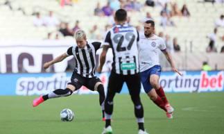 15 de fevereiro de 2020, Lances do jogo entra Ceará x Bahia, pela copa do nordeste 2020, na arena castelão. Em destaque o jogador Charles.(Foto JL Rosa/O Povo)