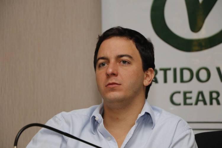 Célio Studart, candidato do PV a prefeito de Fortaleza, é o entrevistado de hoje (Foto: MAURI MELO/O POVO)