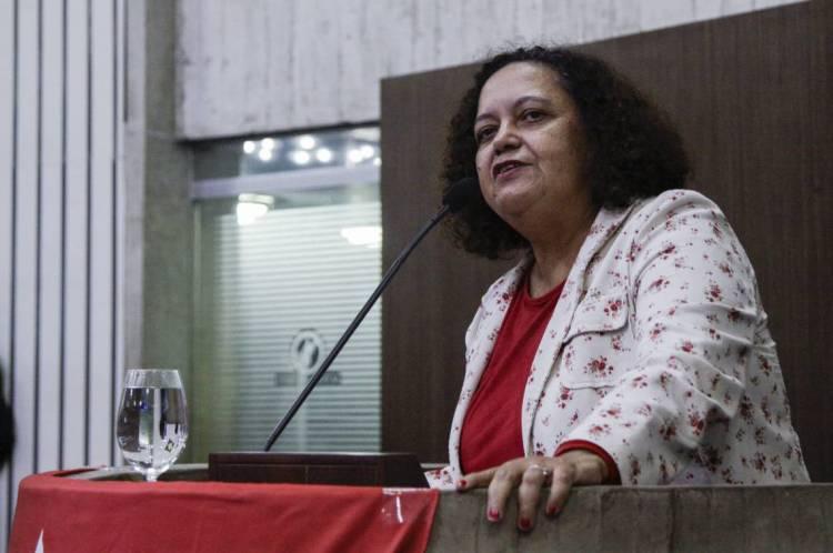 FORTALEZA - CE, BRASIL, 17-2-2020: Sonia Braga, secretária nacional de organização do PT. Comemoração de 40 anos do PT na assembleia legislativa de Fortaleza. (Foto: Beatriz Boblitz / O Povo).