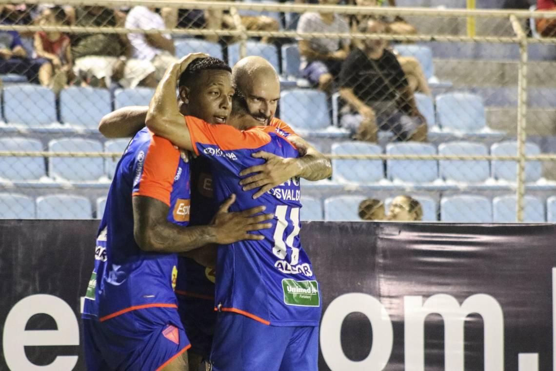 David (à esquerda) marcou o primeiro gol do Fortaleza sobre o Náutico