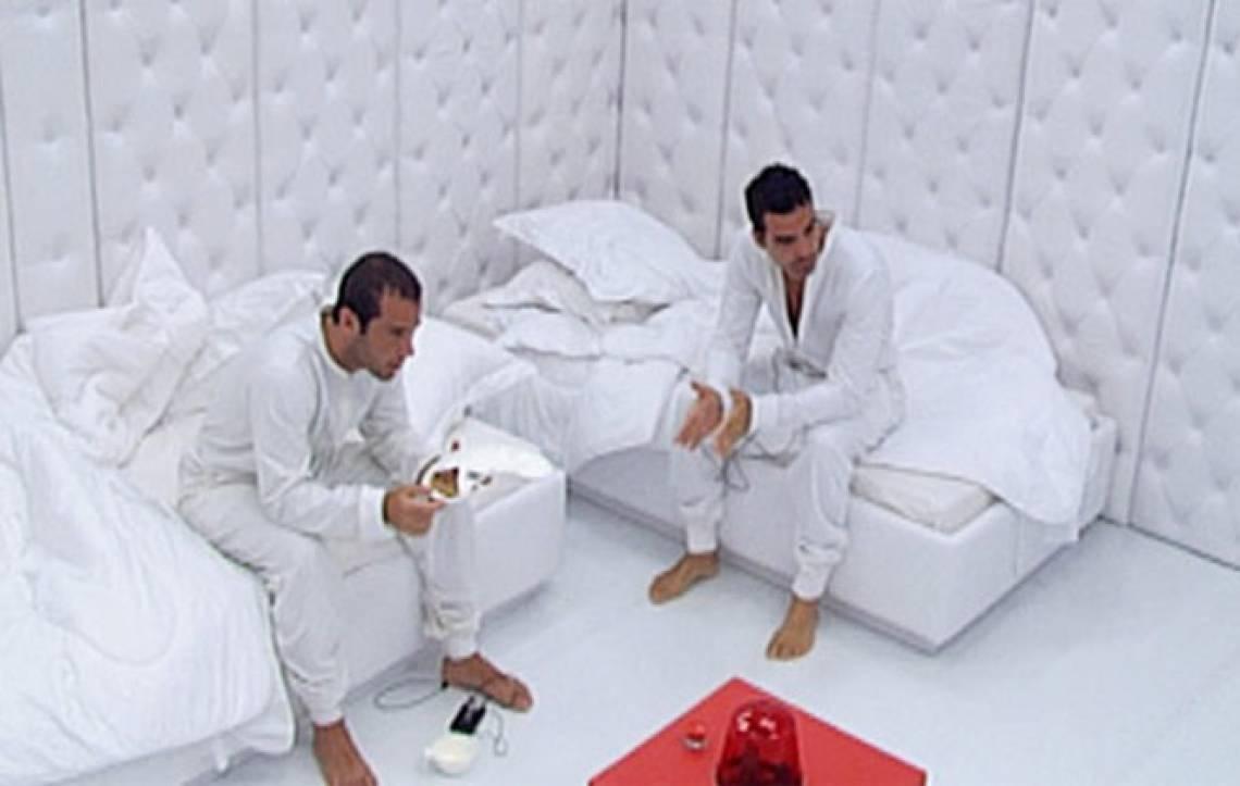 Participantes do BBB9 em quarto branco