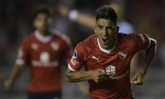 Leandro Fernández fez o gol de empate do Independiente contra o Arsenal de Sarandí, mas foi expulso logo em seguida