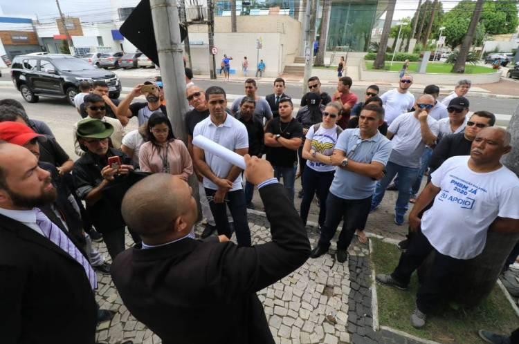Soldado Noelio, deputado. Protesto de policiais e bombeiros na Assembleia