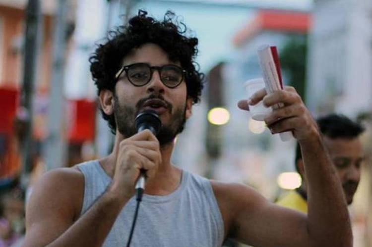 Ari Areia, ator e militante da causa LGBT. Foto de arquivo tirada antes da pandemia.
