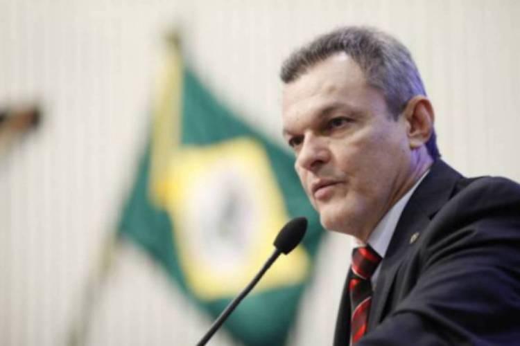 O presidente da AL-CE, deputado José Sarto, defendeu a possibilidade de redução dos salários dos deputados estaduais, para auxiliar nos gastos para conter o avanço do coronavírus (Foto: ARQUIVO)