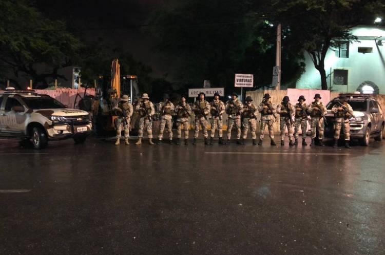 Policiais do Comanto Tático Rural (Cotar) retomaram o prédio do 3º Batalhão de Polícia Militar (3º BPM), em Sobral