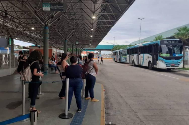 A movimentação segue normal nos terminais de ônibus