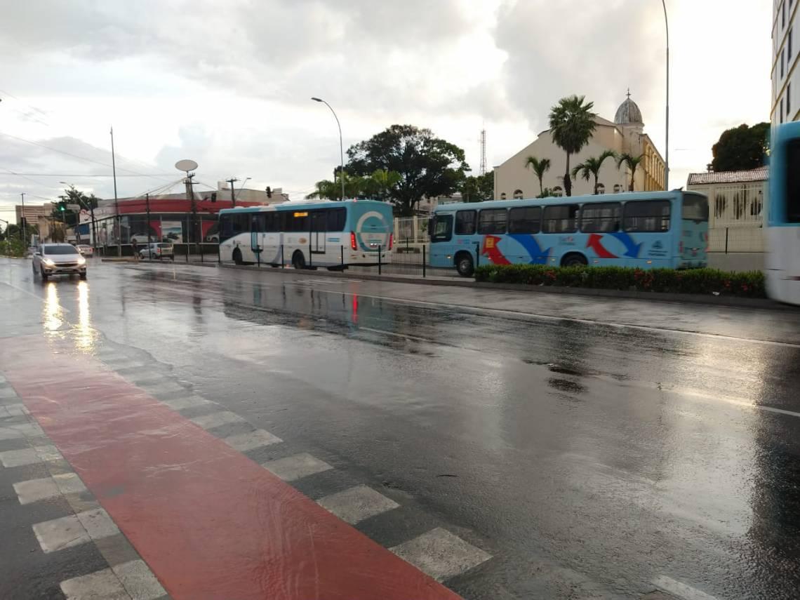 Circulação de ônibus na avenida Aguanambi