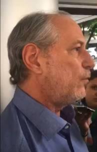 Ciro Gomes deu entrevista em frente ao hospital Monte Klinikum