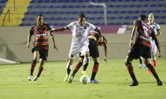 Leandro Carvalho fez o gol do Ceará no tempo normal contra o Oeste