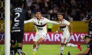 Pedro comemora primeiro gol do Flamengo diante do Del Valle