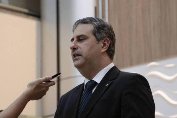 Presidente da OAB-CE, Erinaldo Dantas, enviou solicitação pedindo a suspensão das parcelas do FIES (Foto: BEATRIZ BOBLITZ)
